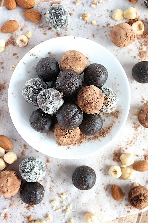 Chocolate, Almond and Hazelnut Bliss Bites {Vegan, Gluten Free & Paleo Friendly} - www.betterwithcake.com