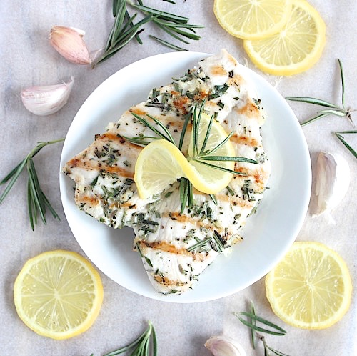 Deliciously Simple Garlic and Rosemary Chicken {Gluten Free & Paleo Friendly} - www.betterwithcake.com