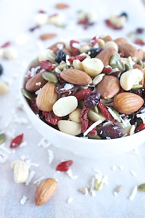Summer Berry Snack Mix {Vegan, Gluten Free & Paleo Friendly} - www.betterwithcake.com