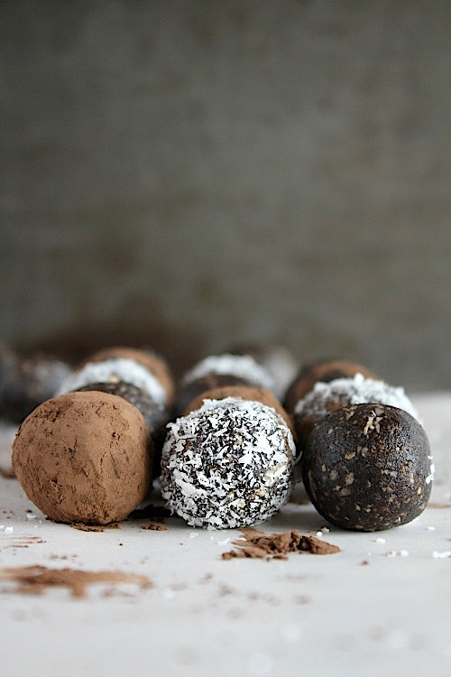 Healthy, No-Bake Lamington Bliss Bites {Vegan, Gluten Free & Paleo Friendly} - www.betterwithcake.com