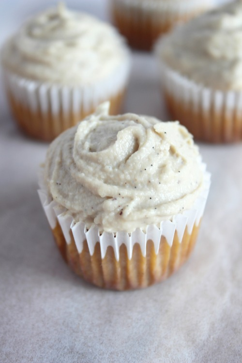 Carrot Cake Mini Muffins with Cinnamon Spiked Vanilla Cashew Cream Cheese Frosting {Low carb, Grain Free & Paleo Friendly} - www.betterwithcake.com