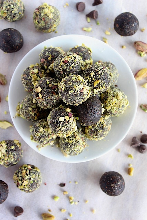 Pistachio Choc Fudge Bliss Bites {Vegan, Gluten Free & Paleo Friendly} - www.betterwithcake.com