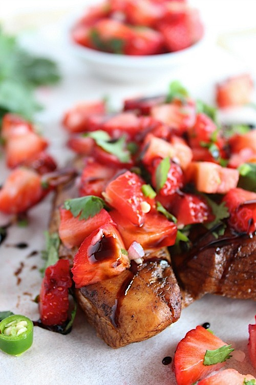 Balsamic Grilled Chicken with Sweet and Spicy Strawberry Salsa {Gluten Free & Paleo Friendly} - www.betterwithcake.com