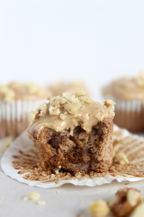 Banana, Fig & Walnut Mini Muffins - {Low Carb, Grain Free & Paleo Friendly} - www.betterwithcake.com