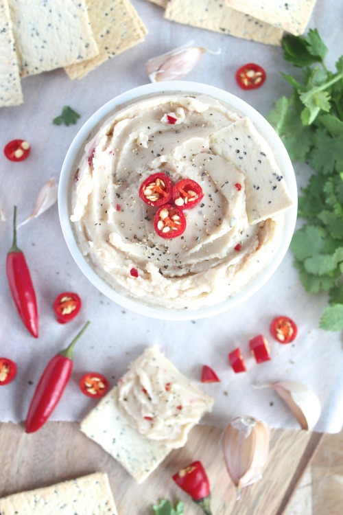 Spicy Roasted Garlic White Bean Hummus - www.betterwithcake.com #healthy #lowfat #vegan #dairy free